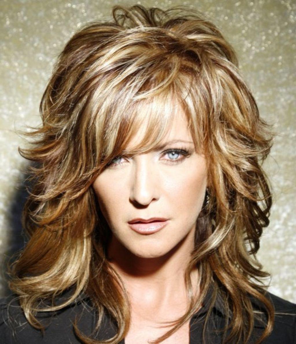 Прическа на каскад на короткие волнистые волосы фото