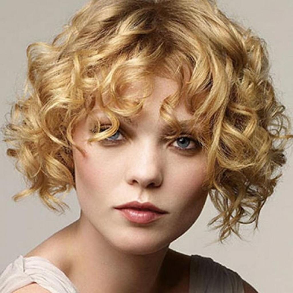 Прическа прядями на короткие волосы